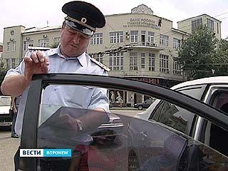 Сотрудники ГИБДД проверили стекла воронежских автомобилей на светопроницаемость