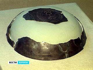 Сотрудники Краеведческого музея достали из хранилища ценные экспонаты