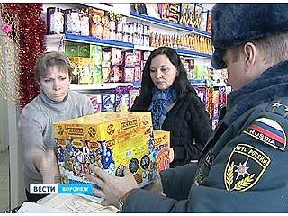 Сотрудники МЧС проверили магазины, торгующие пиротехникой
