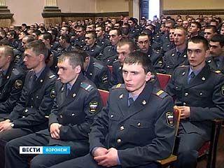 Сотрудники внутренних войск России принимают поздравления