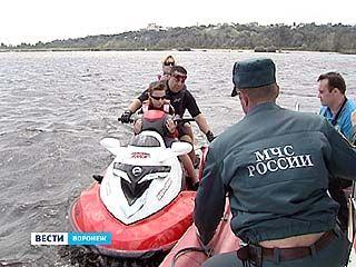 Спасатели и журналисты отправились на водохранилище и реку Воронеж
