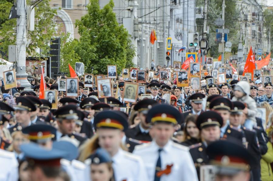 Большой фотообзор: «Бессмертный полк» в Воронеже в лицах