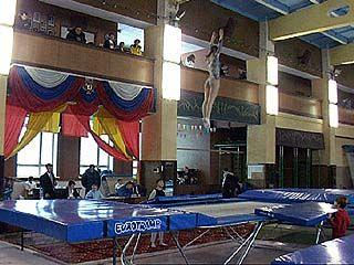 Стартовало первенство по прыжкам на батуте