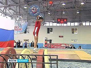 Стартовало первенство России по тяжелой атлетике среди юношей и девушек до 17 лет