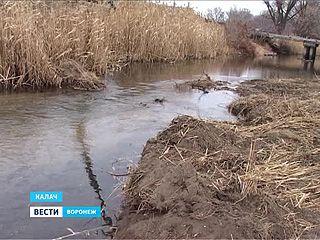 Строительство нового пешеходного моста через реку Подгорная в Калаче началось со скандала