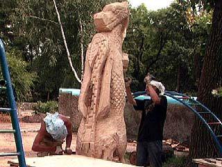 Студенты-скульпторы проходят практику в Парке авиастроителей