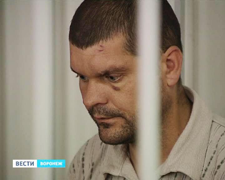 ВИДЕО: Суд арестовал подозреваемого в убийстве воронежской семьи на два месяца