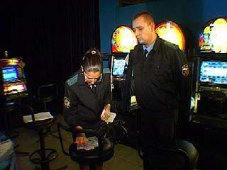 Судебные приставы посетили один из салонов игровых автоматов