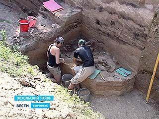 Свой профессиональный праздник археологи отметили на раскопках