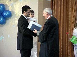 Сын посла Кении в России получил диплом об окончании ВГЛТА