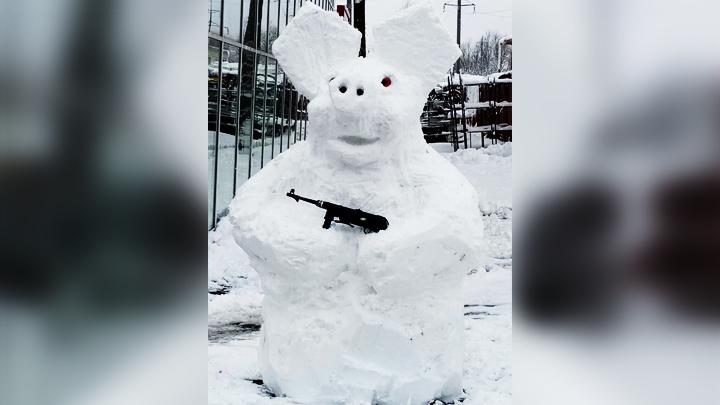Свин-разбойник и белый медведь. Каких необычных снеговиков слепили воронежцы