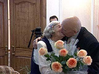 Торжественной регистрации изумрудной свадьбы прошла в Поворино