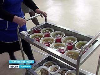 Трёхразовое питание, отдельная кровать - к услугам незаконных мигрантов в Павловске
