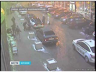 Три человека пострадали в массовой драке прямо в центре Воронежа