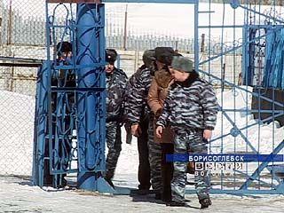 Три сотрудника Борисоглебской колонии оказывали платные услуги осужденным