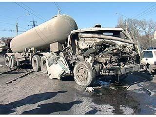 "Цементовоз КАМАЗ врезался в фургон ""ГАЗ-53"""