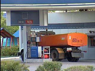 Цены на бензин достигли годового максимума