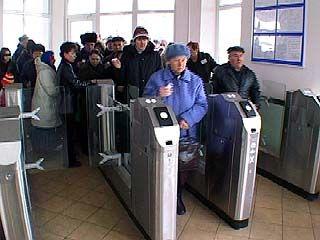 """Турникет на станции """"Машмет"""" создает проблемы для пассажиров"""
