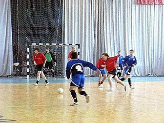 Турнир среди ветеранов по мини-футболу продлится еще неделю