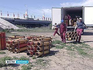 У Чернавского моста начался монтаж установки для праздничного салюта