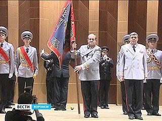 У воронежской полиции теперь новое знамя. Стяг вручили Александру Сысоеву