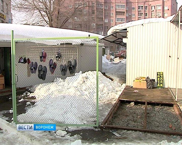 В Воронеже владельцы начали сами разбирать киоски, не дожидаясь тяжёлой техники от мэрии