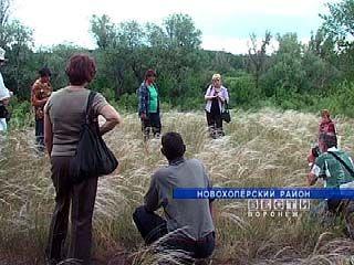 Учащиеся Каменностепной школы занимаются изучением степи