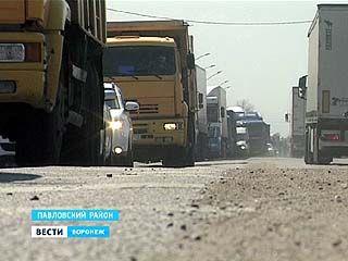 """Участки трассы """"Дон"""" на границе с Ростовской областью не справляются с огромным потоком машин"""