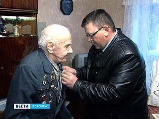Участники битвы за Москву получили памятные знаки за подписью мэра столицы