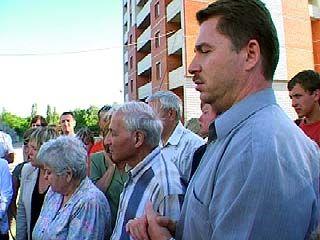 Участники долевого строительства по улице Ворошилова вышли на пикет