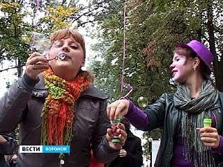 Участники флешмоба устроили на улицах Воронежа парад мыльных пузырей