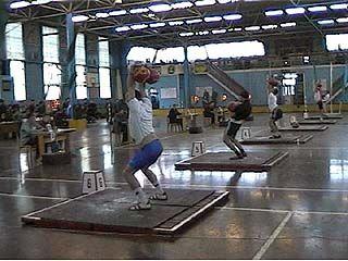 Участники спартакиады профсоюзов пробовали силы в гиревом спорте