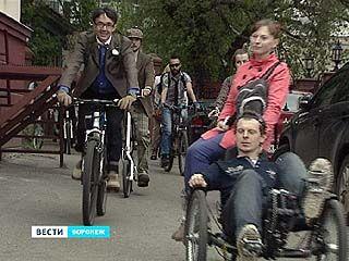 Участники велопрогулки прокатились от памятника Бунина до Петровского сквера