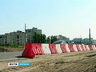 Улицу Антонова-Овсеенко снова перекрыли