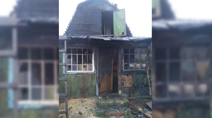 Очевидцы: Под Воронежем ночью от удара молнии сгорел жилой дом