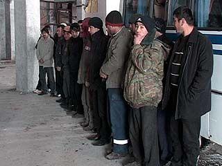 Устанавливать личности задержанных на стройке гастарбайтеров будут в милиции