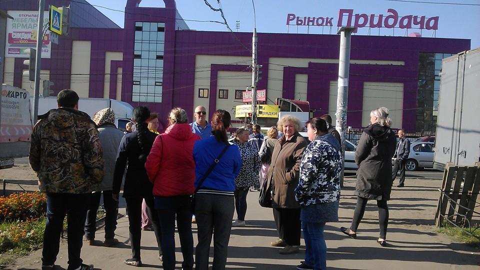 В Воронеже в очередной раз попытались снести мини-рынок на Димитрова