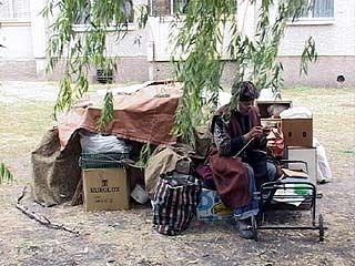 Уже 3 месяца 70-летняя воронежская пенсионерка живёт на улице