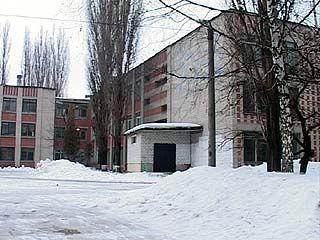 В 70 школе заставляли учеников убирать пришкольную территорию