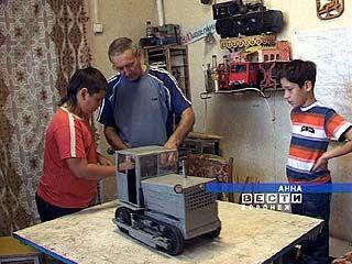 В Аннинском районе сельхозтехнику умеют собирать даже дети