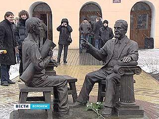 """В Архитектурном университете появился памятник """"Профессору и студенту"""""""