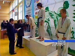 В Боброве финишировал областной чемпионат по всестилевому каратэ
