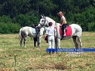 В Бобровском районе открылся детский конно-спортивный комплекс