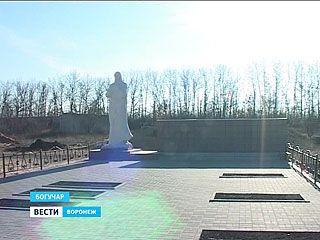 В Богучаре открыли мемориал в честь павших воинов