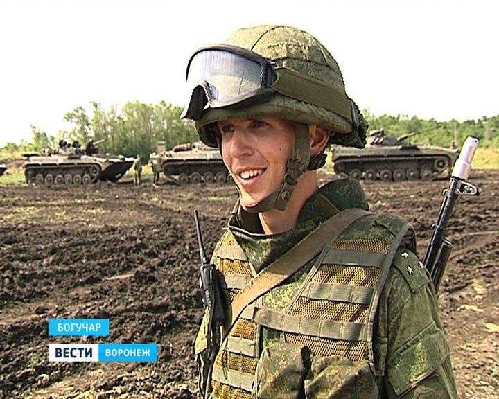 В Богучарском районе 50 единиц боевой техники «разыграли войну»