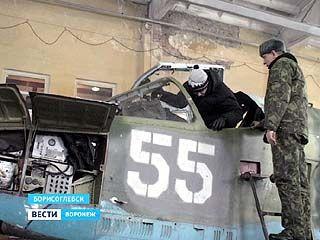 В Борисоглебске на режимный объект - военный аэродром - пустили школьников