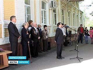 В Борисоглебске установили мемориальную доску девушкам-сапёрам и разведчицам