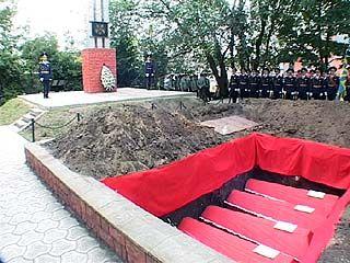 В братскую могилу на улице Шишкова захоронили останки 103 воинов