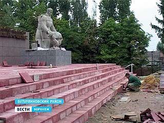 В Бутурлиновке отреставрируют все мемориальные комплексы