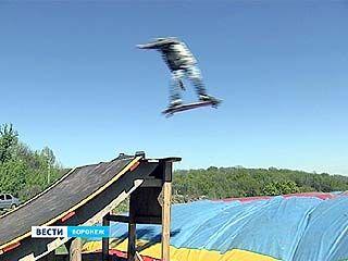 В Чертовицке открыли летний сезон прыжков в аэроподушку